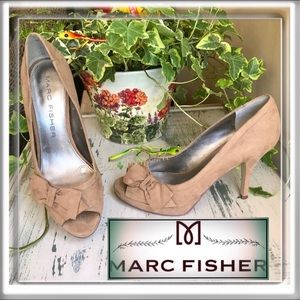 MARC FISHER Manilla2 Taupe Suede Bow Accent Heels